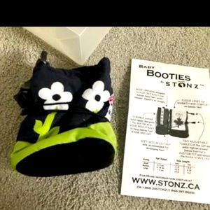 New Canadian baby booties boots blk white flower S